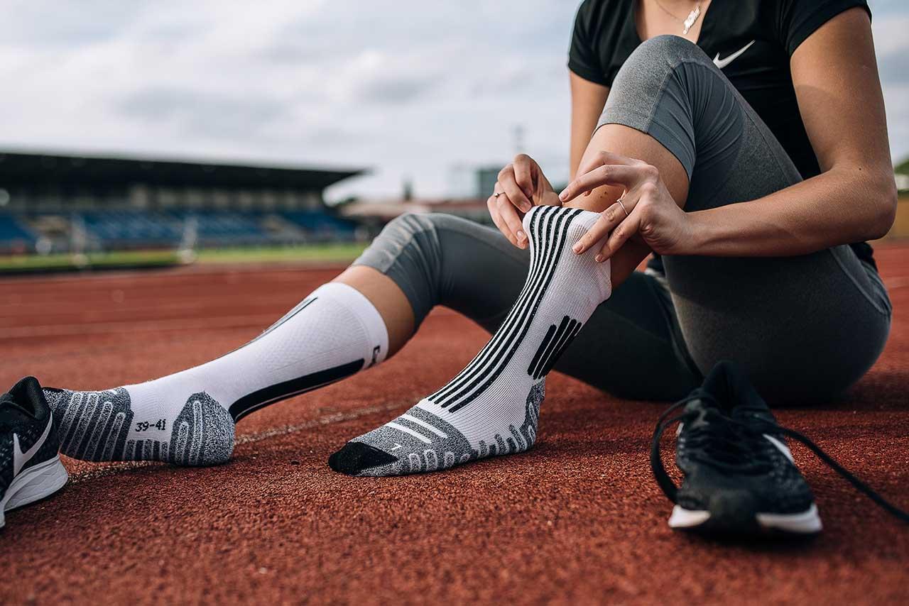 Protizdrsna tehnologija v športnih nogavicah – zakaj je uporabna?